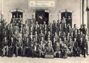 """Kirmes 1938. Es ist das letzte Kirmesbild der Burschaft """"Frohsinn 1928"""" in unserem Archiv, das vor dem 2. Weltktrieg aufgenommen wurde. Nich alle Abgebildeten überlebten den Krieg."""