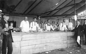 Die Außentheke beim Radfahrerfest 1928.