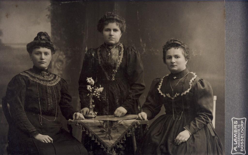 2 Krofdorferinnen in der Fremde (1907) 1kl