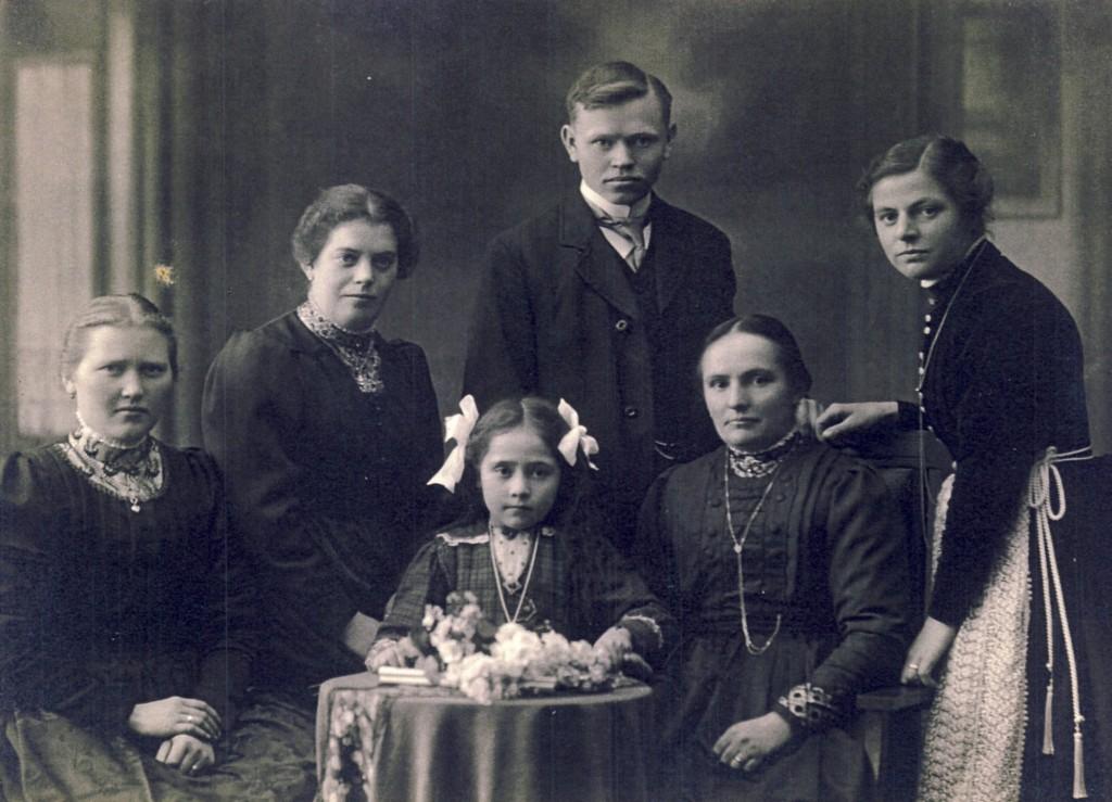 5 Krofdorferinnen und 1 Russe (1915ca) 1k