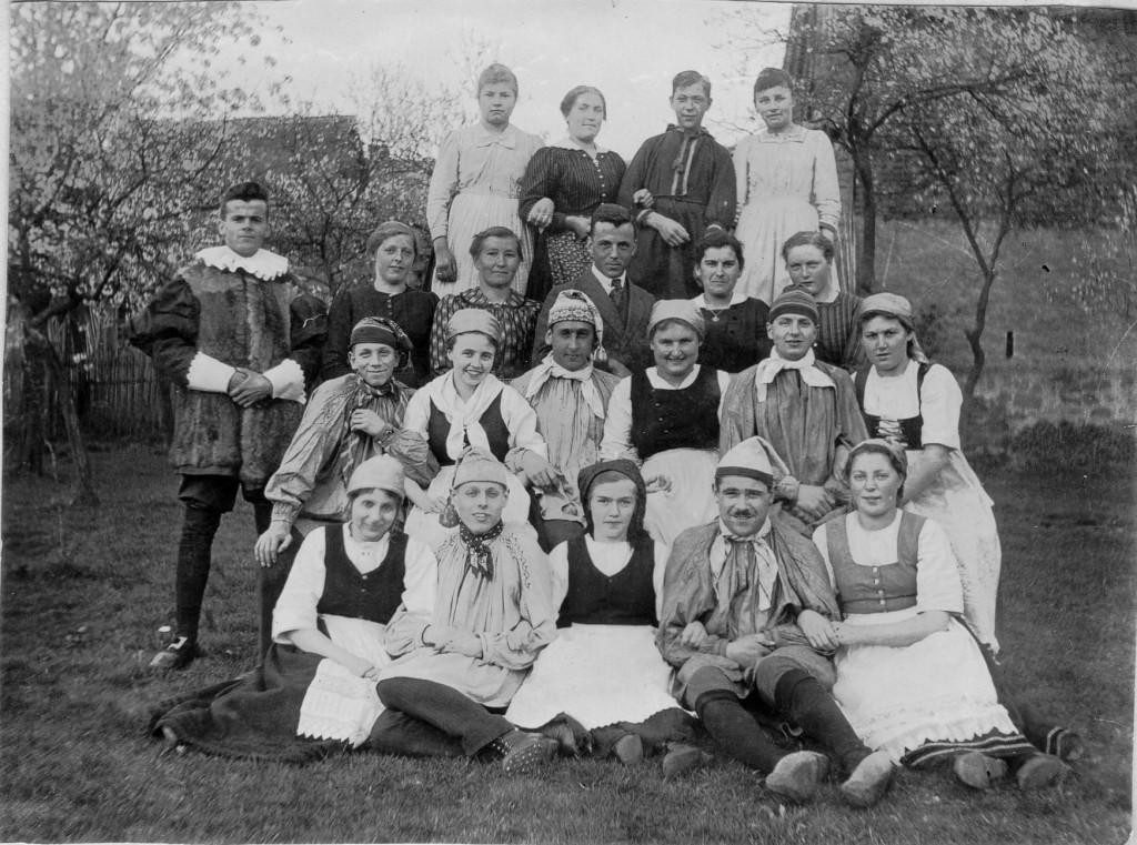 Theatergruppe (1921-04-10) 1beschn
