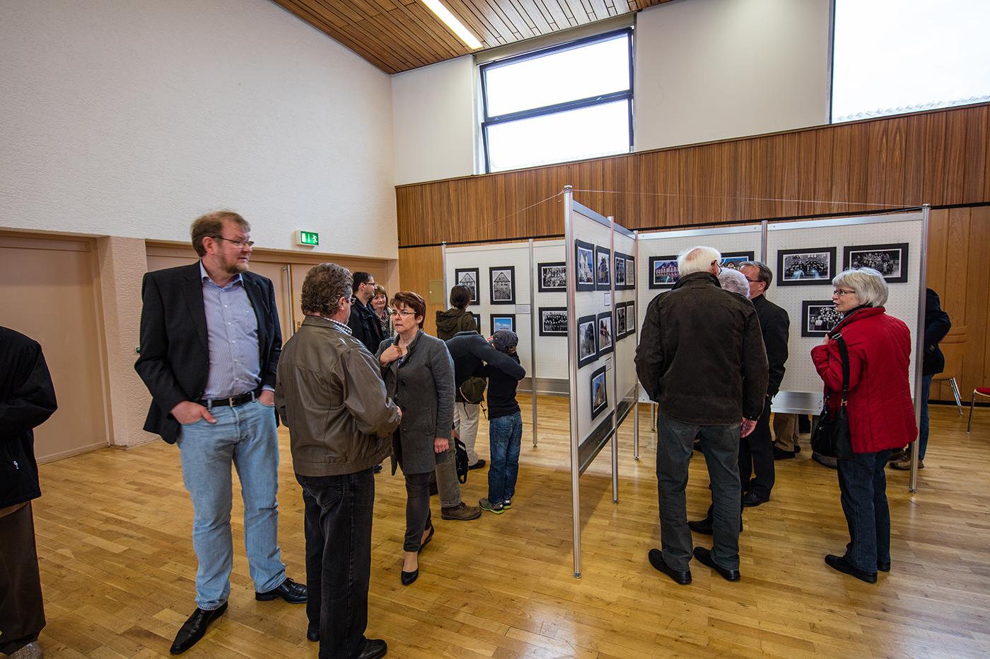 Bildwände der Fotofreunde Krofdorf Gleiberg mit Bildern die von Erich Leib ausgesucht und gestaltet wurden